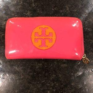 AUTHENTIC Tory Burch Reva Wallet - Pink & Orange